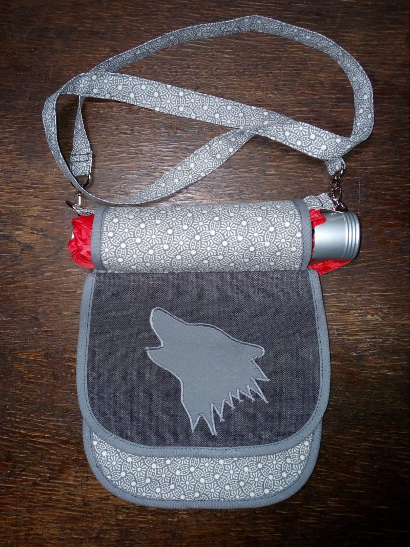 Kapsabelka s nasouvací kapsou/kabelkou
